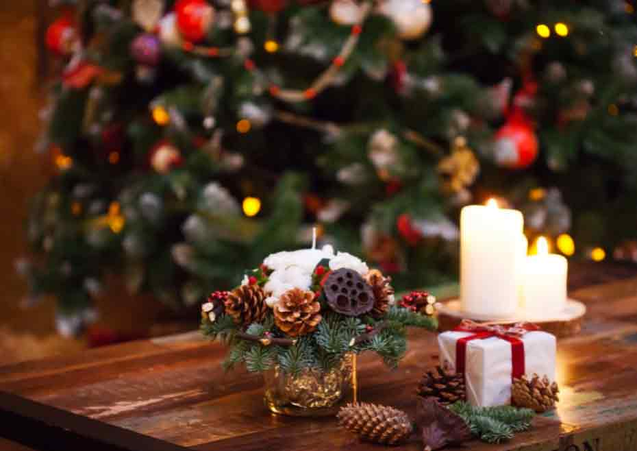 Tips To Decorate Your Home's Entrance For Christmas