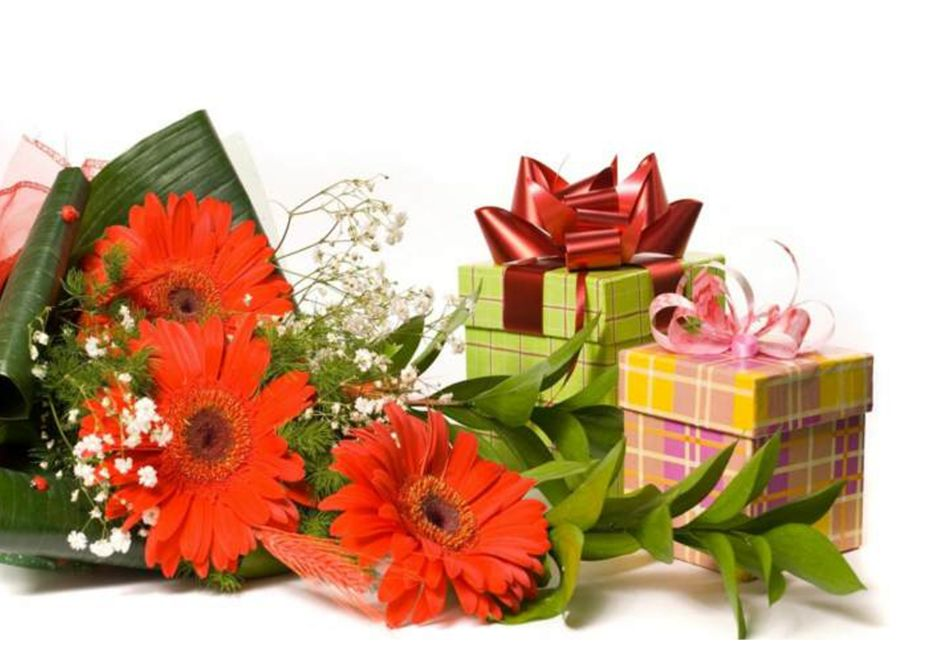 Mixed Flower Arrangements You Can Gift On A Wedding Anniversary